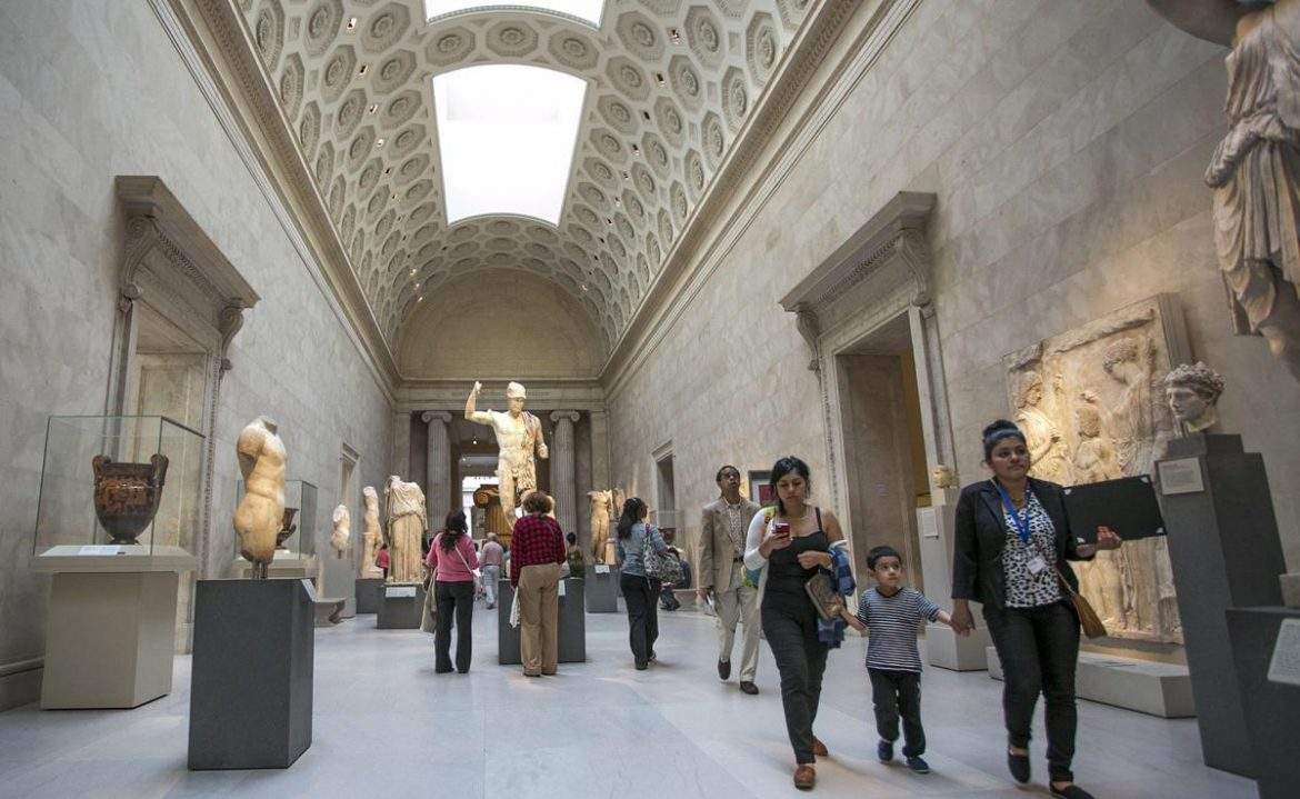 Avoid Doing These Things When Visiting a Museum