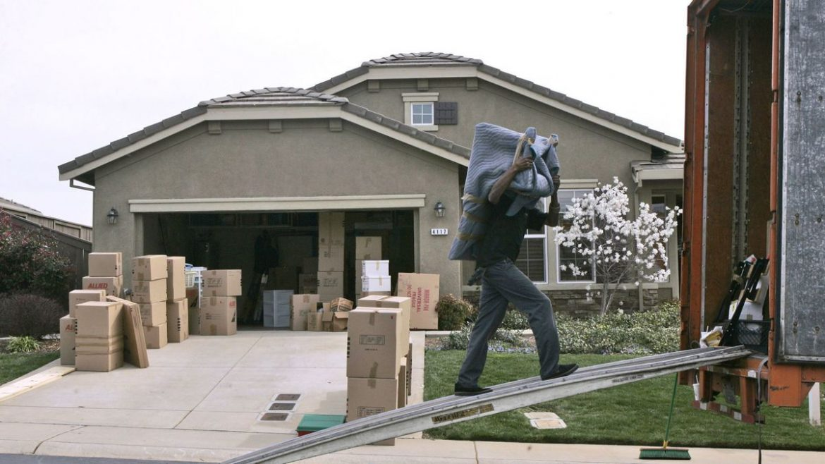 Why You Should Hire Professionals For Office Moving